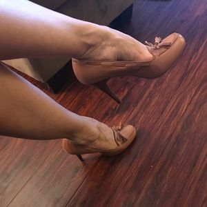 Nine West Shoes - Nine West *Ghita* tan heels with tassel bow SZ 9